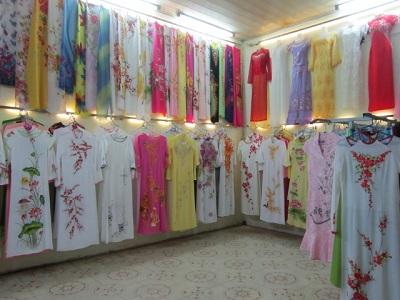 Chuyên bán áo dài may sẵn đẹp tại Tphcm